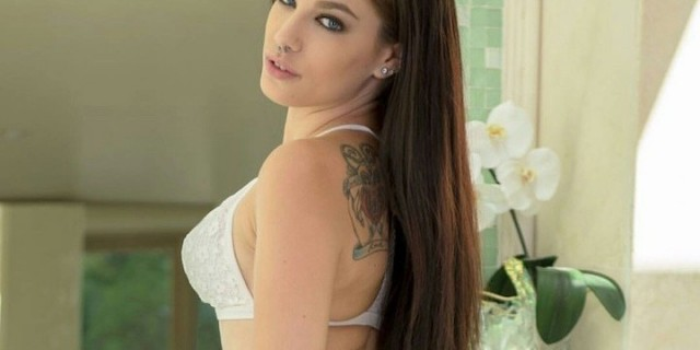 Bobbi Dylan Makes Her AEE & AVN Awards Debut