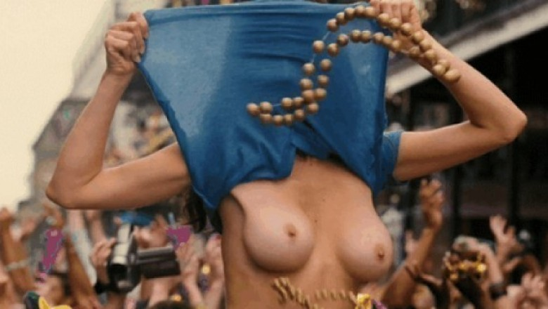 11 Awesome Titty Flashers from Mardi Gras